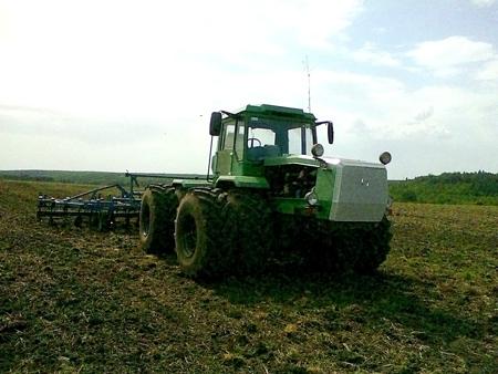 Парк сельскохозяйственных машин пополнился трактором ХТА-250