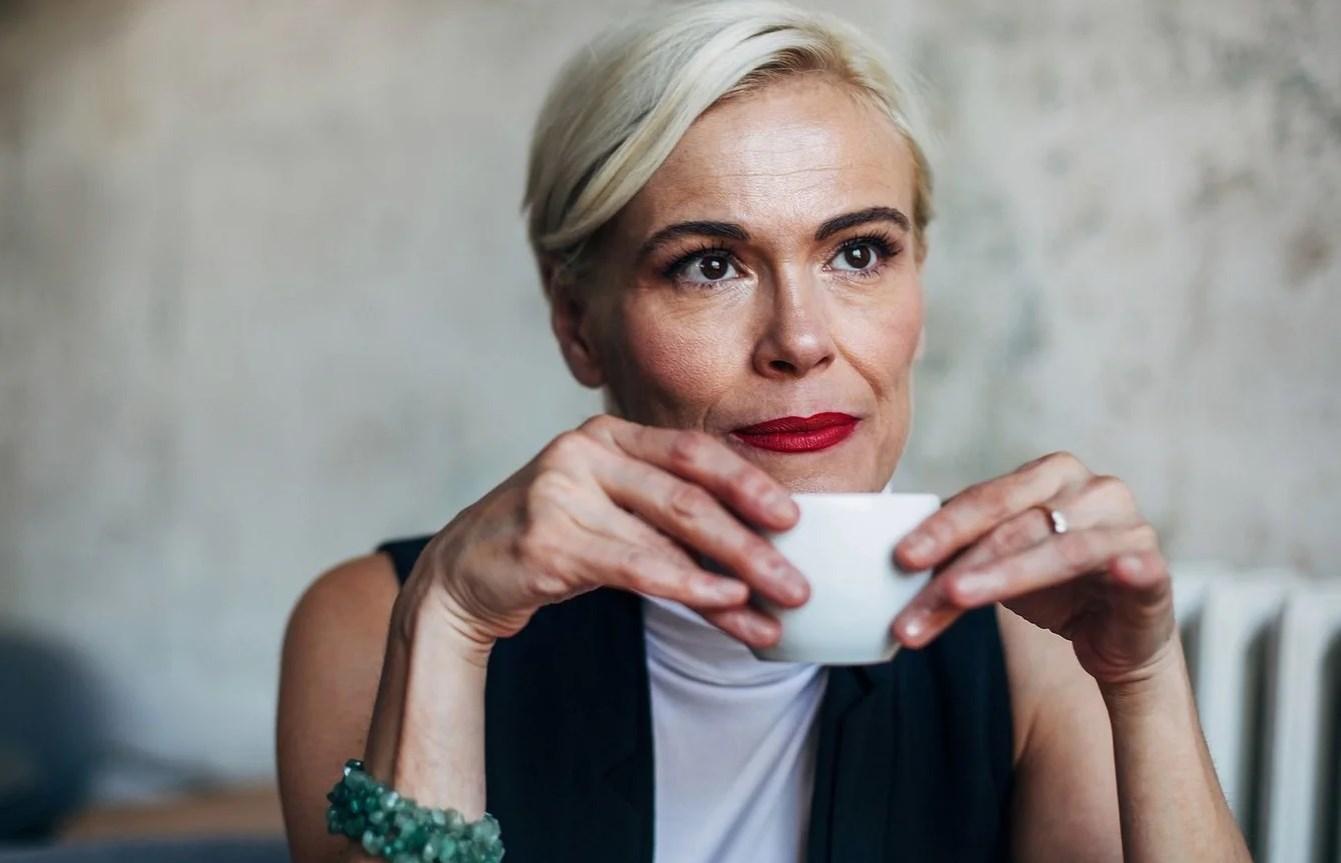 В каком возрасте наступает менопауза? Можно ли ее отсрочить?